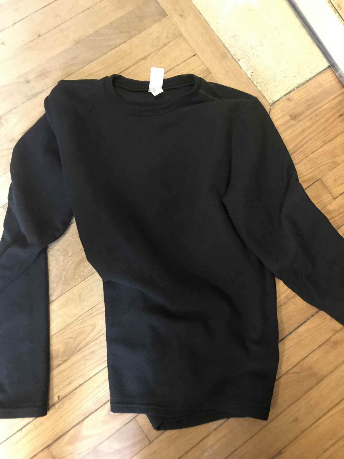 Trouvé - Pull, gilet - Rennes, France - Sherlook.fr